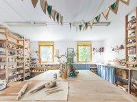 Коворкинг в гончарной мастерской в центре города для любителей гончарного дела