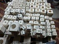Литейщик в небольшую керамическую мастерскую