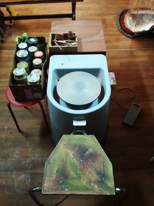 Требуется подмастерия в гончарную мастерскую